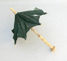 Ancienne ombrelle de poupée