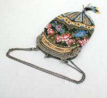 Sac perlé, monture argent, XIXe siècle.