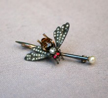 Broche ancienne-abeille-or-diamant-rubis  (1)