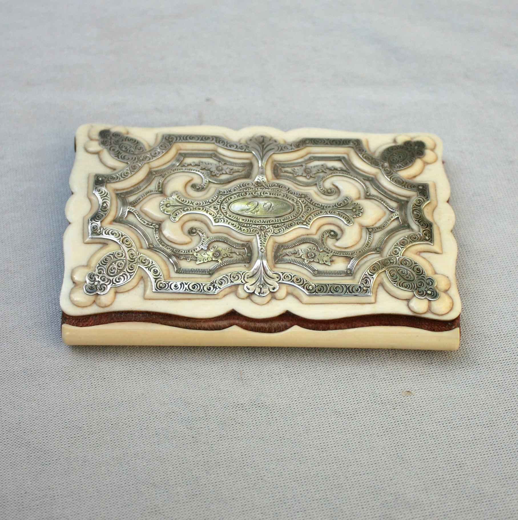 Carnet en ivoire et argent, fin du XIXe siècle • Weber antiquités, objets  de vitrine, éventails, cannes, mannequins 5d581174223