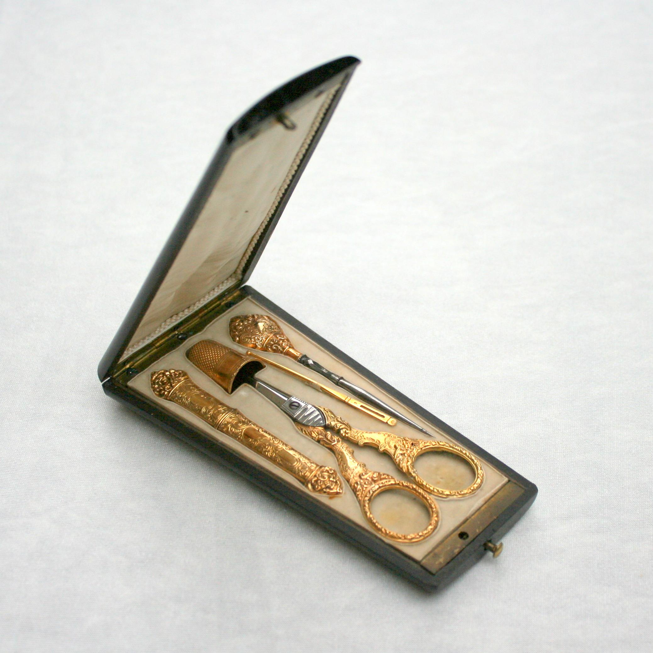 n cessaire de couture en or boitier en palissandre xixe