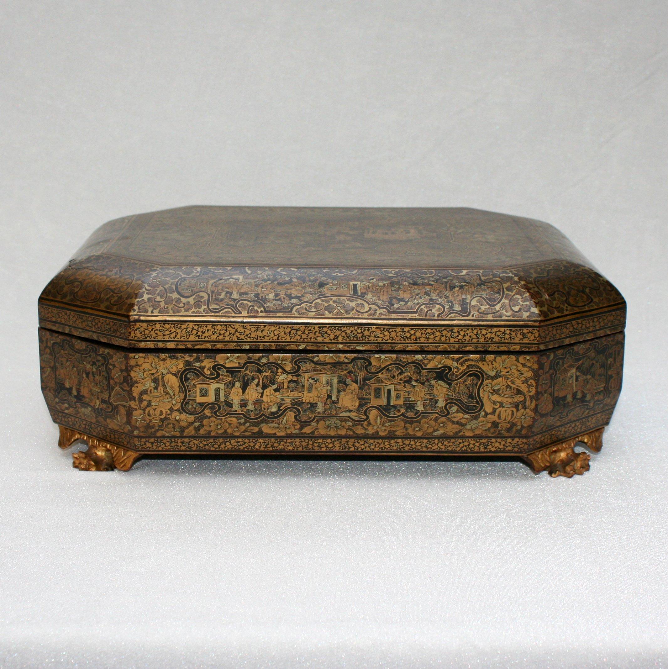 boite jeux laqu e d cors de sc nes chinoises vers 1900. Black Bedroom Furniture Sets. Home Design Ideas