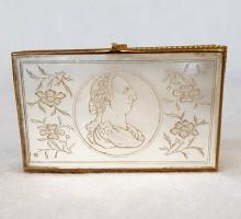 Boite XVIIIe siècle nacre gravée Louis XV (1)