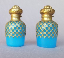 Flacon opaline bleue XIXe siècle 1