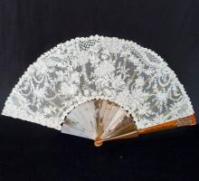 Eventail dentelle, écaille blonde, chiffre diamants taillés en rose (1)
