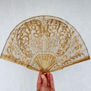 Eventail Art nouveau, soie brodée et pailletée, vers 1905 (1)